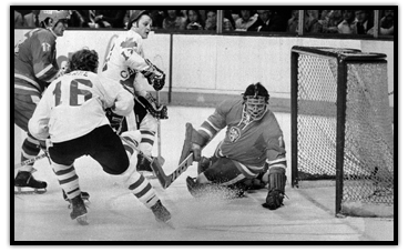 Bobby Clarke scoring in the Canada Cup