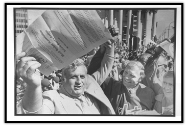 Ben Hatskin celebrating with Bobby Hull (right)